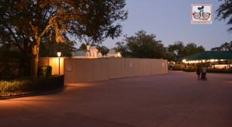 Mickey Sky Way Construction walls approaching the International Gateway - Lots of room on the other side of that wall...