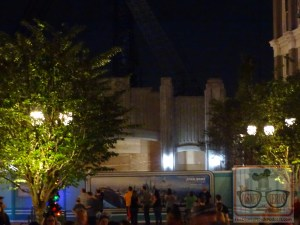 We wrap up with exciting newsthis week from the Star Wars planetBattu. As you can see in the photos below, there is a tree standing on the tallest structure. While some guests may equate this addition as a Christmas touch, more importantly, this tree signifies that the last piece of steel is now in place on the building. Additionally thrilling is the new lighting added on the entrance of the gateway to Battu. Unfortunately, builders have placed wood in the gateway so the view into the land is now temporarily blocked.