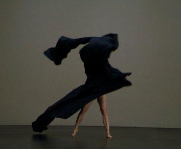 Der Bau Dance Performance Review