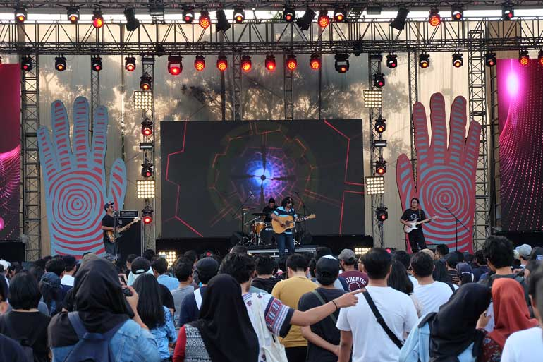 Synchronize Festival 2017 Presented Merrier Crowd + More Exciting Performers