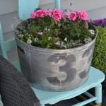 Make A Faux Vintage Galvanized Planter Outdoor Extravaganza The Diy Mommy
