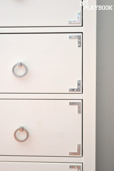 corner brackets on drawer front