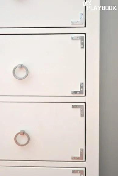 corner brackets on drawer front