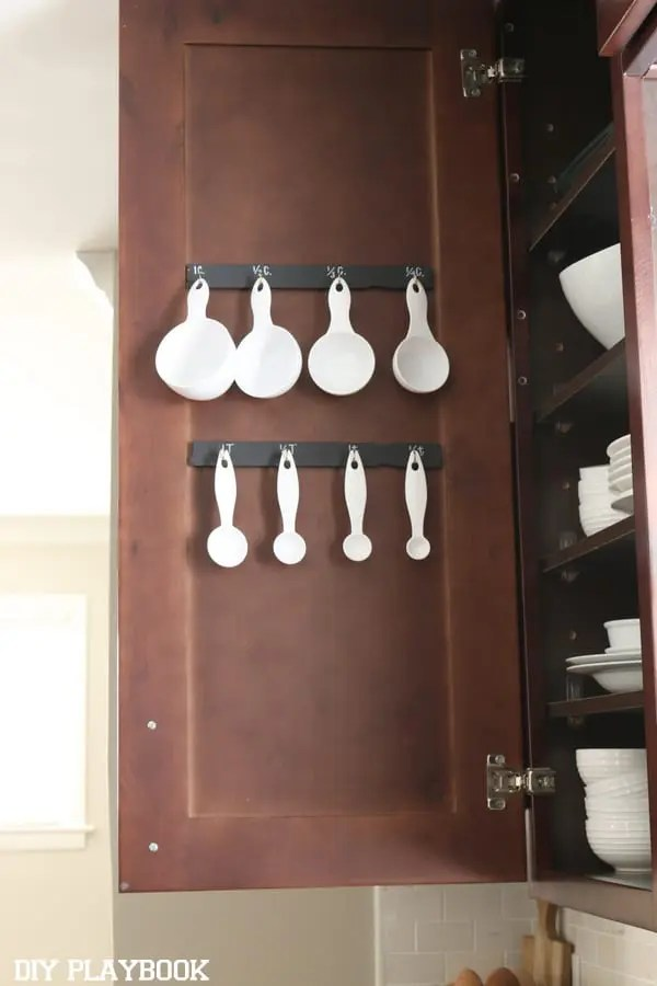 Kitchen-Cabinet-Organizer-Measuring-Cups