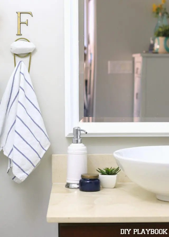 05-bathroom-towel-hook