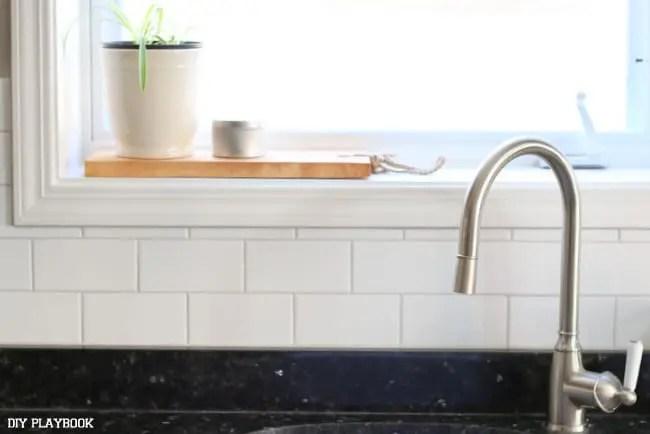 05-sink-kitchen-window-backsplash