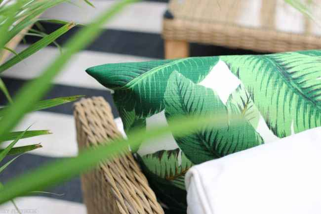 patio_balcony_outdoor_furniture_flowers-31