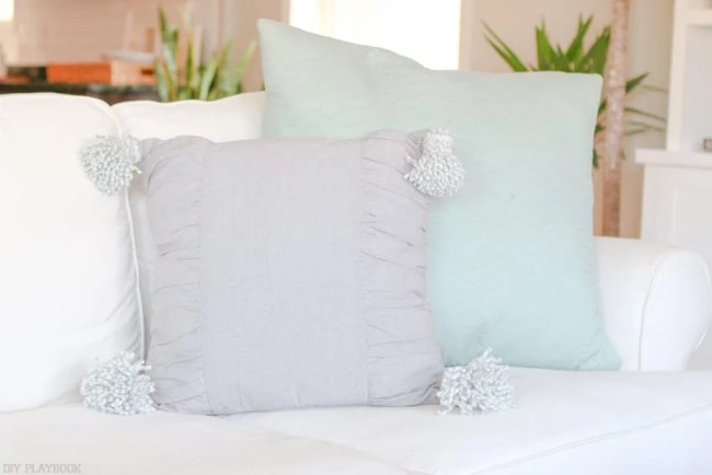diy_tassel_pillow