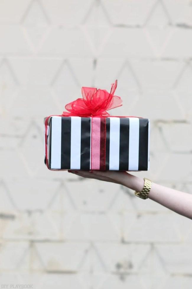 2016-DIY-Playbook-Christmas-Card-black-white-striped-box