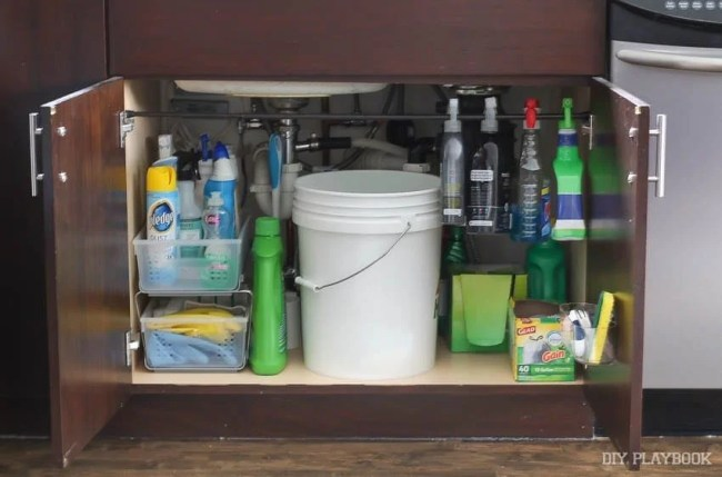 organized-sink-kitchen-cleaning-supplies
