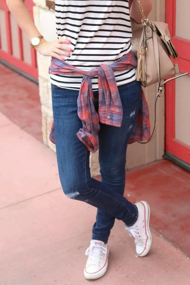 travel-plaid-stripes-converse-fashion-outfit