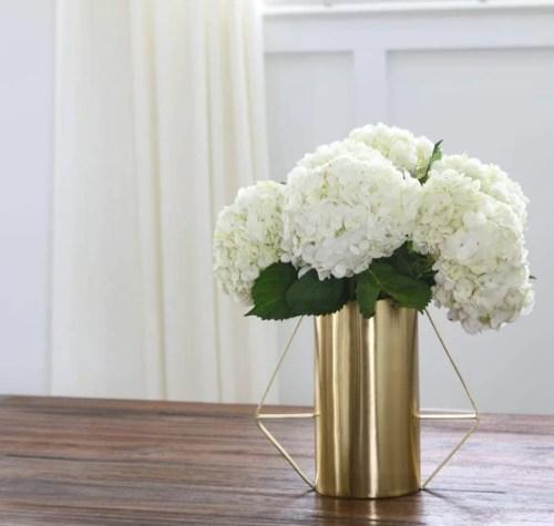 bridget-home-tour-wide-shots-family-room-flower-vase