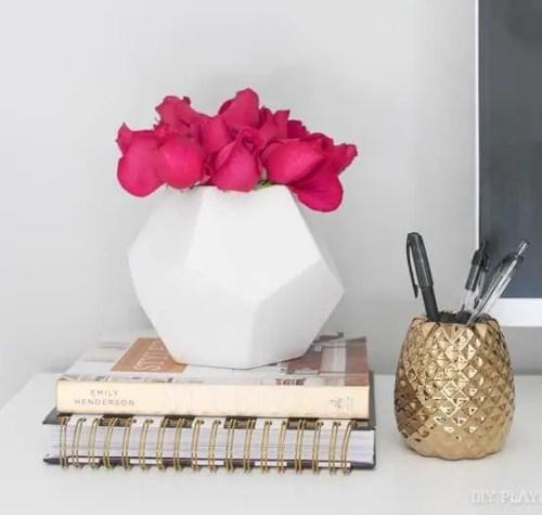 roses-vase-flowers-desk