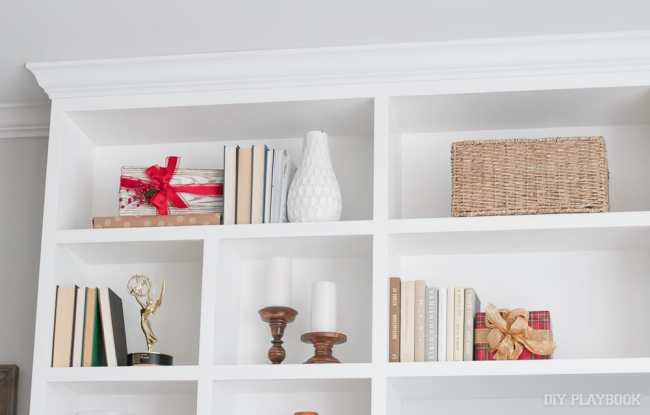 shelves-christmas-decor
