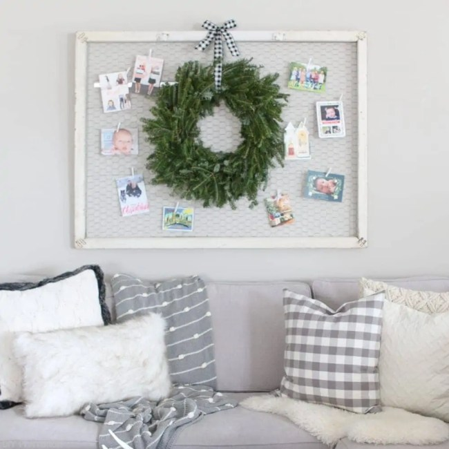 wreath-christmas-cards-hanging