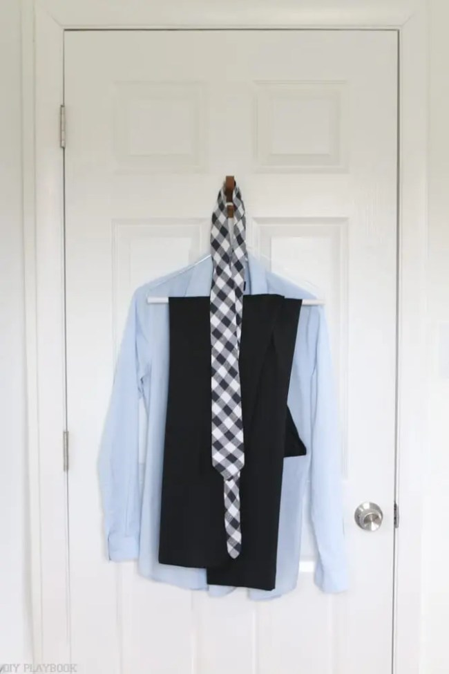 Shirt_tie_hanging-hook