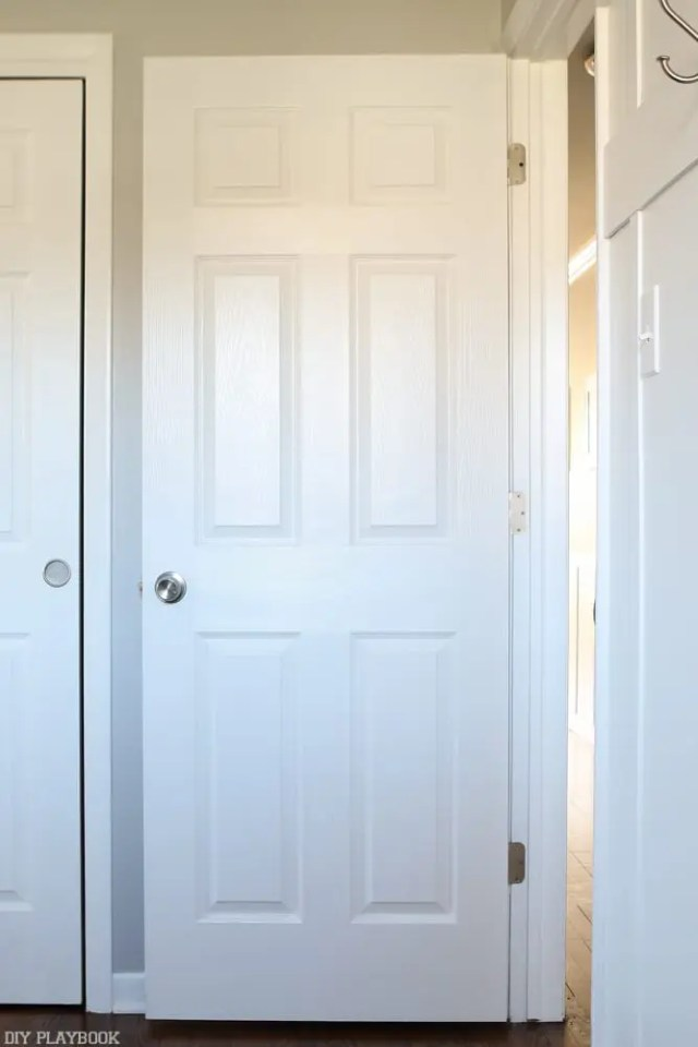 behind-the-door-mirror-bedroom