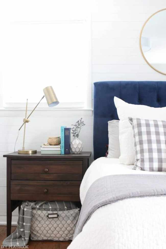 bedroom_headboard_Pillows_nightstand