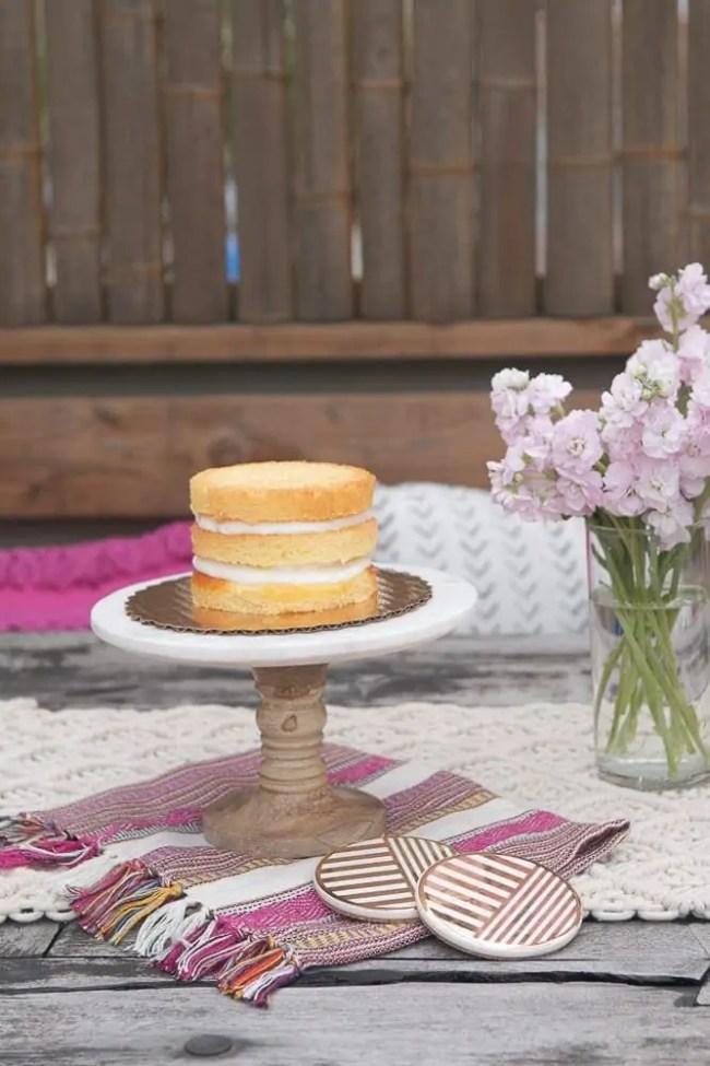 Decorating_a_naked_box_cake