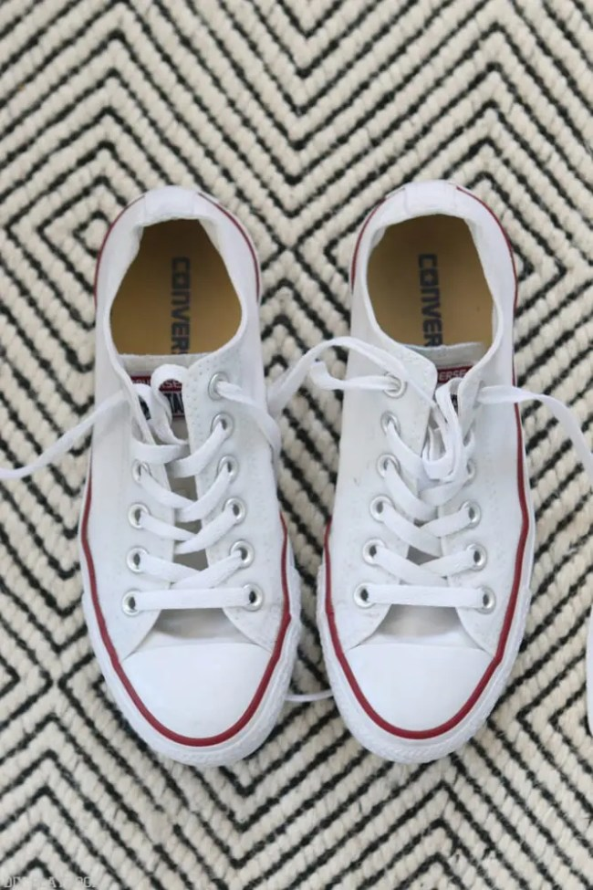 How_to_clean_Converse_Gymshoes-5