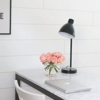 laptop-black-lamp-roses-flowers-office
