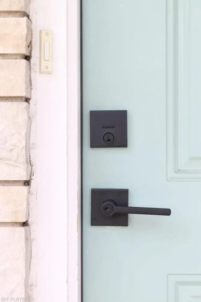 Kwikset_Doorknobs_Locks-black