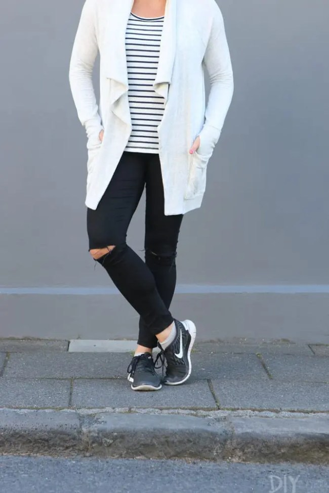 Travel_Iceland-casey-black-jeans-gymshoes
