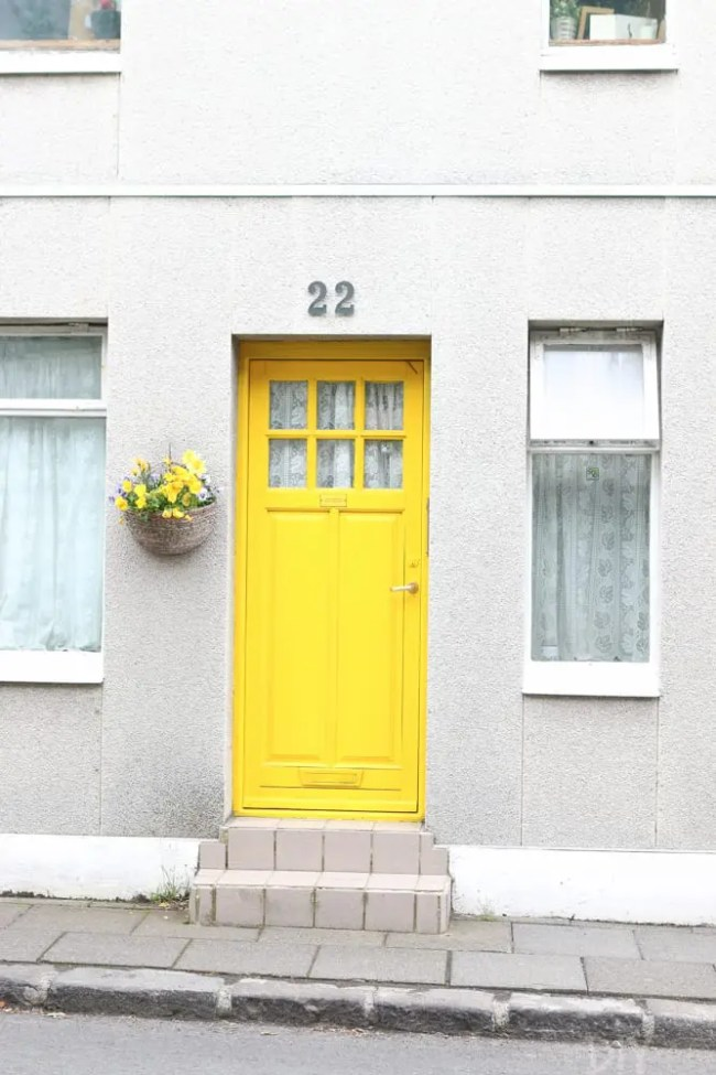 Travel_Iceland_Reykjavik-yellow-door
