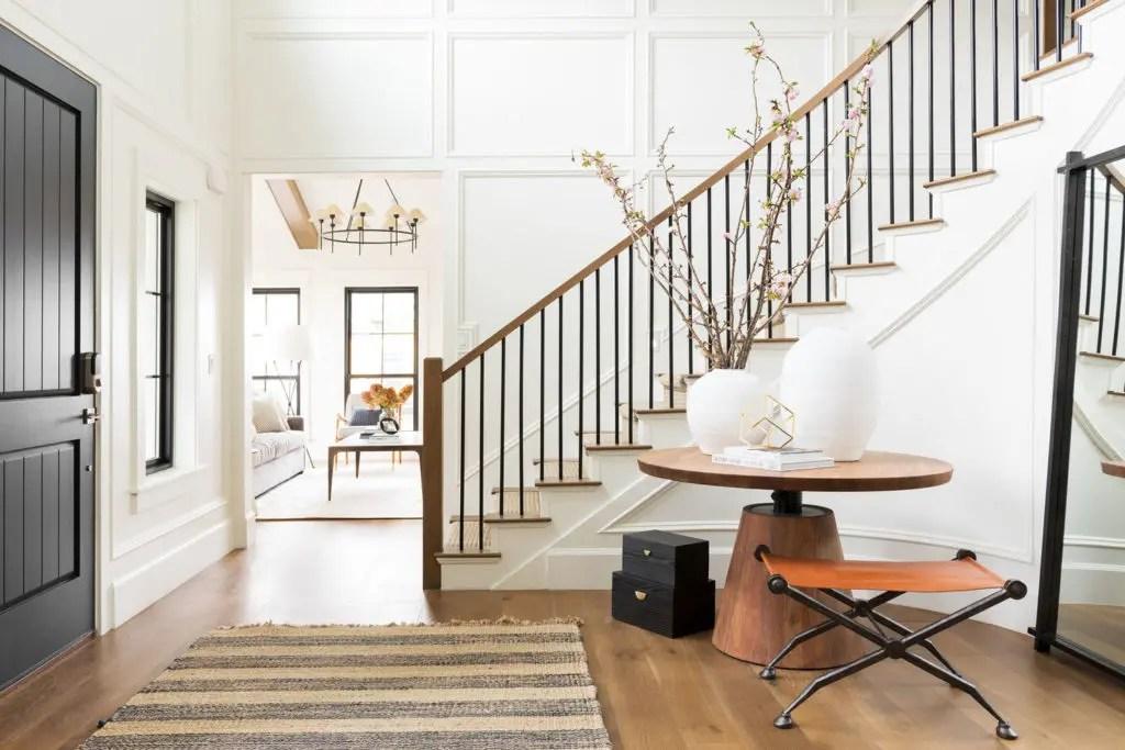 Metal Stair Railings Makeover Inspiration The Diy Playbook | Metal And Wood Interior Railings | Contemporary | Art Craft | Black Glass Interior | Wood Cap | Metal Exterior Brown