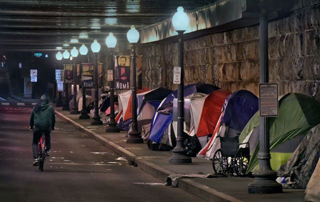 DC working to remove homeless tent community located under NoMa underpass.