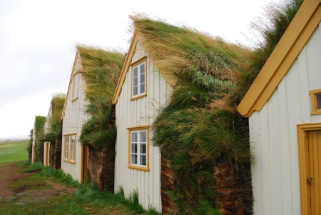 Burstabær style turf houses at the Glaumbær Museum in Iceland. Image source: www.pixabay.com