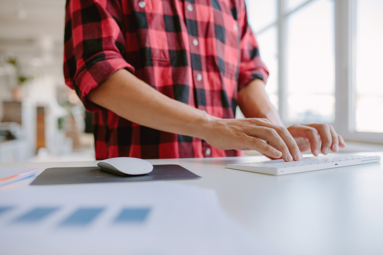6 Simple Standing Desk Tips That Help You Avoid Pain