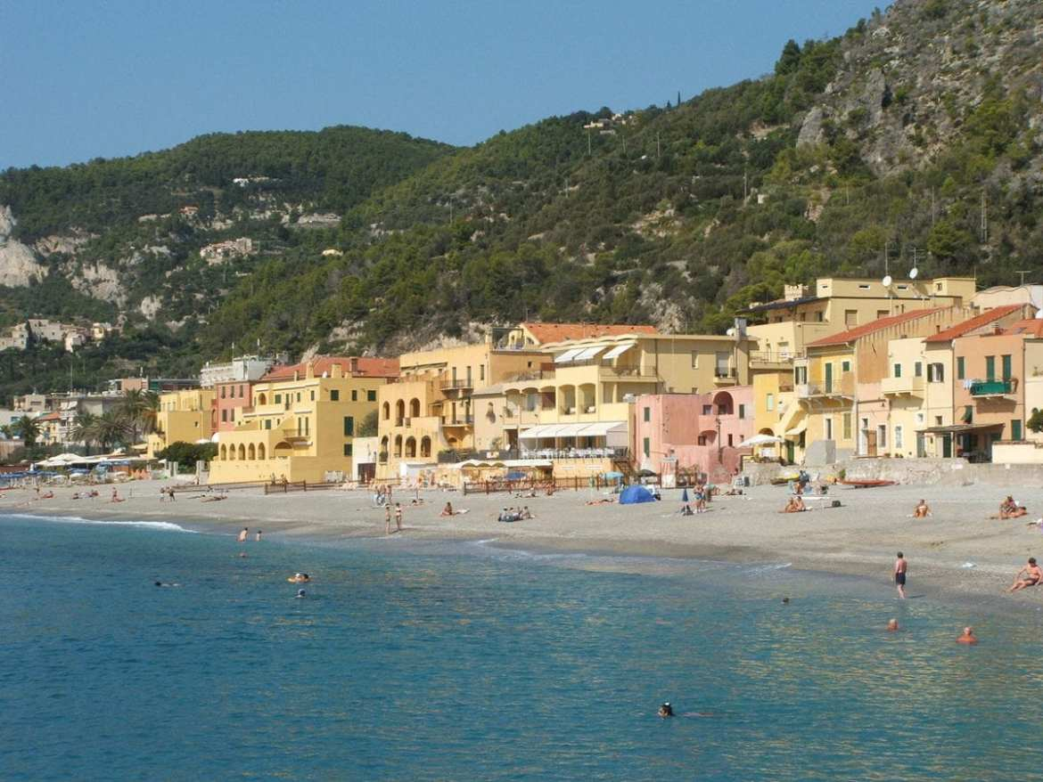 "#AtoZChallenge: ""F"" is for FINALE LIGURE"