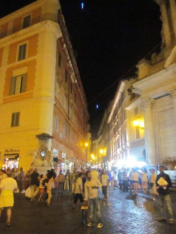 Yellow street lights of Rome