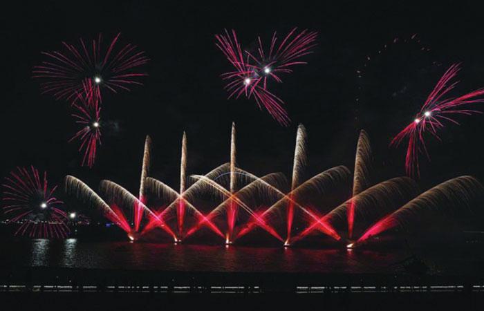 Dazzling fireworks wow visitors at Katara