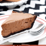 5 Minute Chocolate Cheesecake Icebox Pie