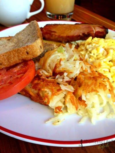 scrambled eggs with cured ham
