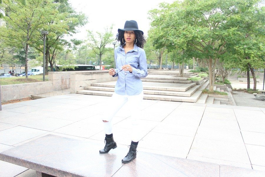 white-jeans-and-chambray-shirt-fall-fashion