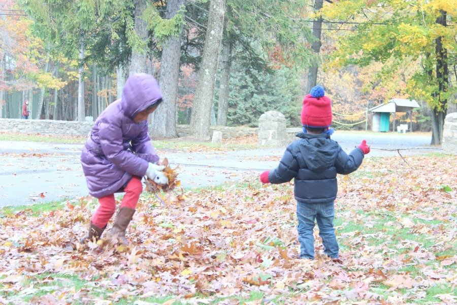 kids-playing-in-leaves-at-pocono-manor-inn