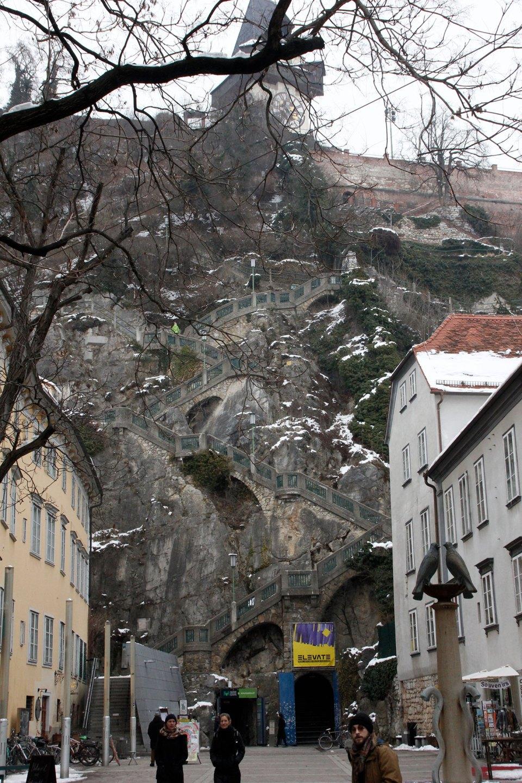 Treppe auf Aussichtsberg in Graz