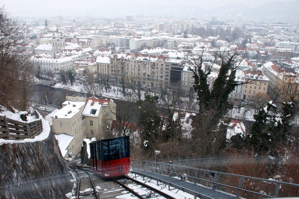 Schlossbergbahn mit Aussicht über GRaz
