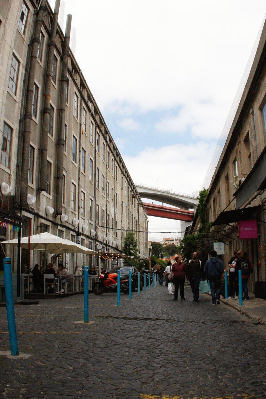 Straße der LX Factory in Lissabon