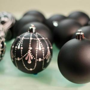 Black Shatterproof Ornaments – Unpainted