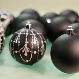 Black Shatterproof Ornaments – Unpainted