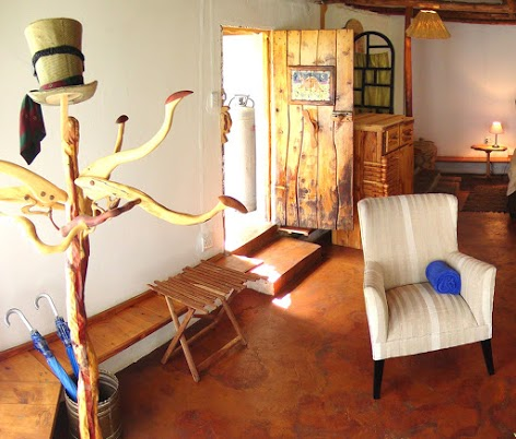 The lobby area of Antbear Lodge.