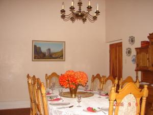 Ouma se Opstal: Dining Room