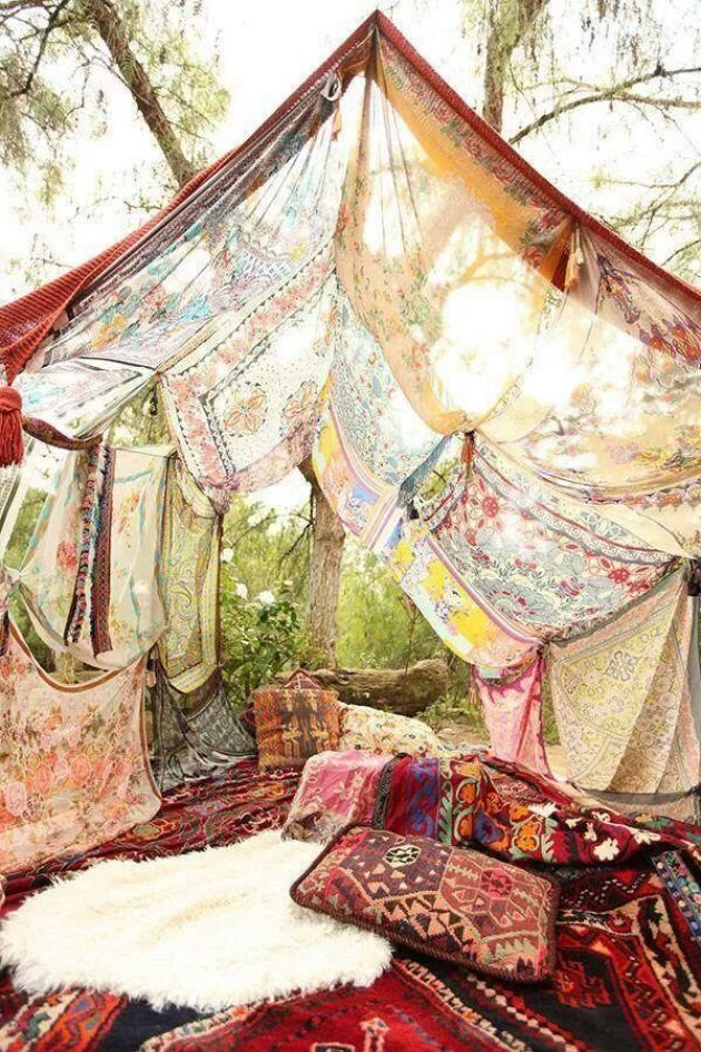 I'm Loving....Boho Moroccan Inspired outdoor forts
