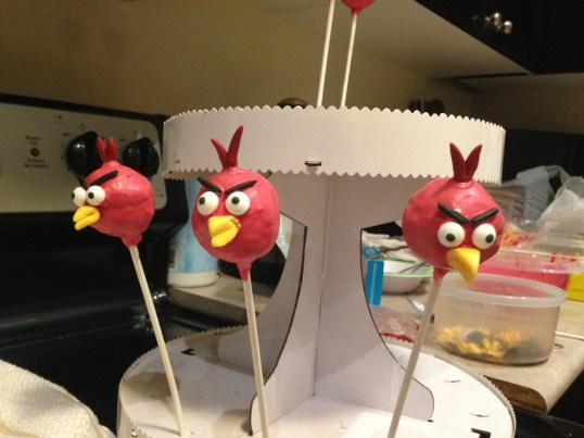 Red Angry Bird cake pops