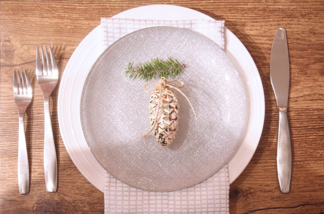 Dreamhouse Project rustic glam Christmas place setting