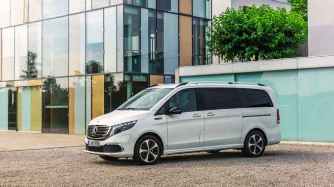 Mercedes-Benz EQV Starts Selling as EQV 300, Priced at EUR71,388